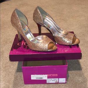 NWT rosegold metallic heels
